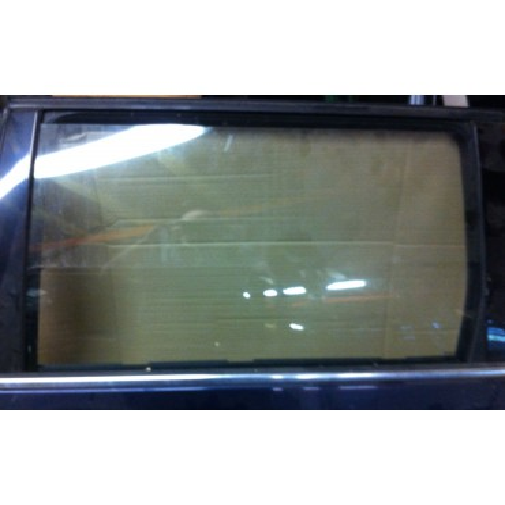 Vitre glace de porte arrière conducteur pour VW Passat Break ref 3B9845025 coloris vert