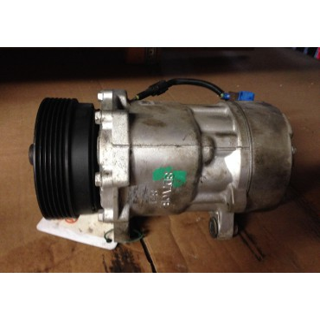 Compresseur de clim / climatisation Valeo ref 813700 / ref 1J0820803A / 1J0820805