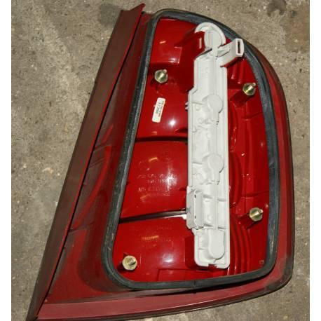 Feu arrière conducteur pour Skoda Fabia berline ref 6Y6945111 / 6Y6945111B