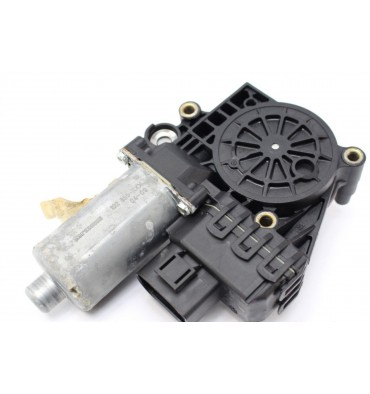 Motor of front window winder driver for Audi A6 ref 4B0959801E / 0130821775