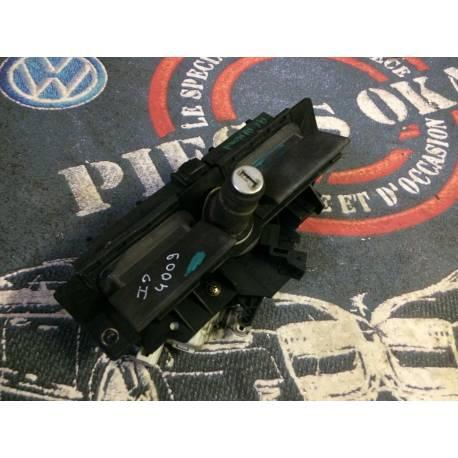 Serrure de capot arrière / Serrure de coffre avec servomoteur pour Audi A3 / A4 / A6 ref 4B0827565H / 8D9827565H