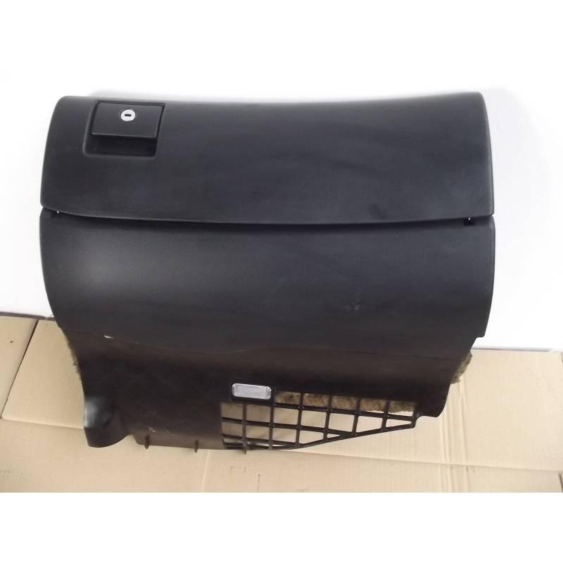 boite gants coloris noir pour audi a4 b5 ref 8d1857035d. Black Bedroom Furniture Sets. Home Design Ideas