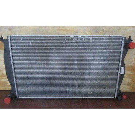 Radiateur / Refroidisseur à eau pour Audi A6 4F ref 4F0121251N