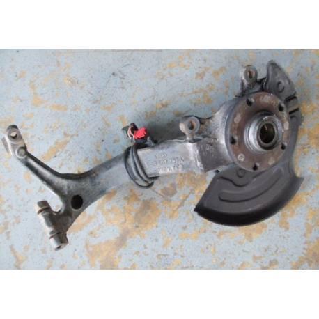 Fusée cache roulement avant conducteur pour VW Passat / Audi A4 / A6/ Skoda Superb ref 8D0407257AM