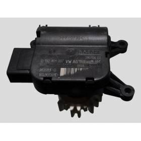 Servomoteur de volet de régulation de température / pour Audi / Seat / VW / Skoda ref 1K0907511D / Ref Bosch 0132801337