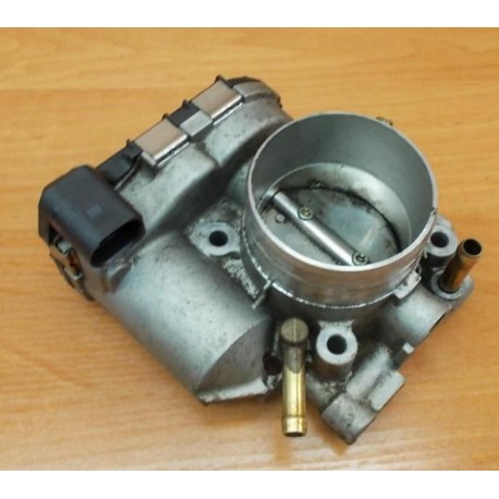 Boitier ajustage / Unité de commande du papillon pour 1L8 essence ref 06A133062L