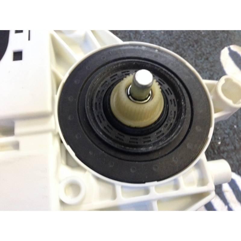 moteur de l ve vitre avant conducteur pour audi a3 8p ref 8p0959801k 8p0959801j 8p0959801n. Black Bedroom Furniture Sets. Home Design Ideas