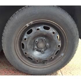 Jante tole acier 14 pouces avec pneu laissé gracieusement