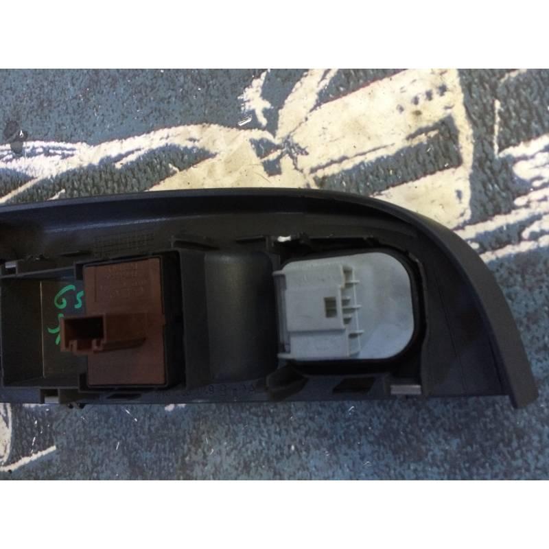 Poign e int rieure avec bouton de l ve vitre mod le 3 portes pour vw golf 5 ref 1k3868049b - Vitre pour porte interieure ...