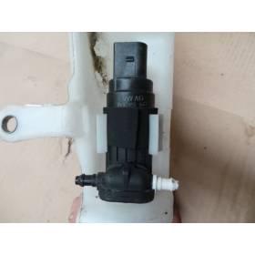 Pompe pour lave-glace pour Audi A4 / A5 / Q5 ref 8K9955647 / 1K6955651