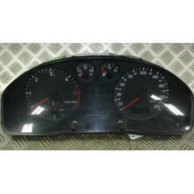 Compteur / combiné porte-instruments pour Audi A4 ref 8D0919861A / 8D0919861AX