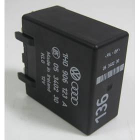Calculateur pour moteur diesel / Relais 136 ref 1H0906123A