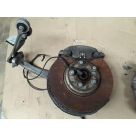 Fusée / Cache de roulement de roue avant gauche pour Audi A4 / A5 / Q5 ref 8K0407241AA / 8K0407253AA