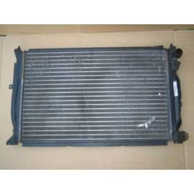 Radiateur refroidisseur d'eau pour Audi A4 / VW Passat ref 8D0121251AC / 8D0121251Q