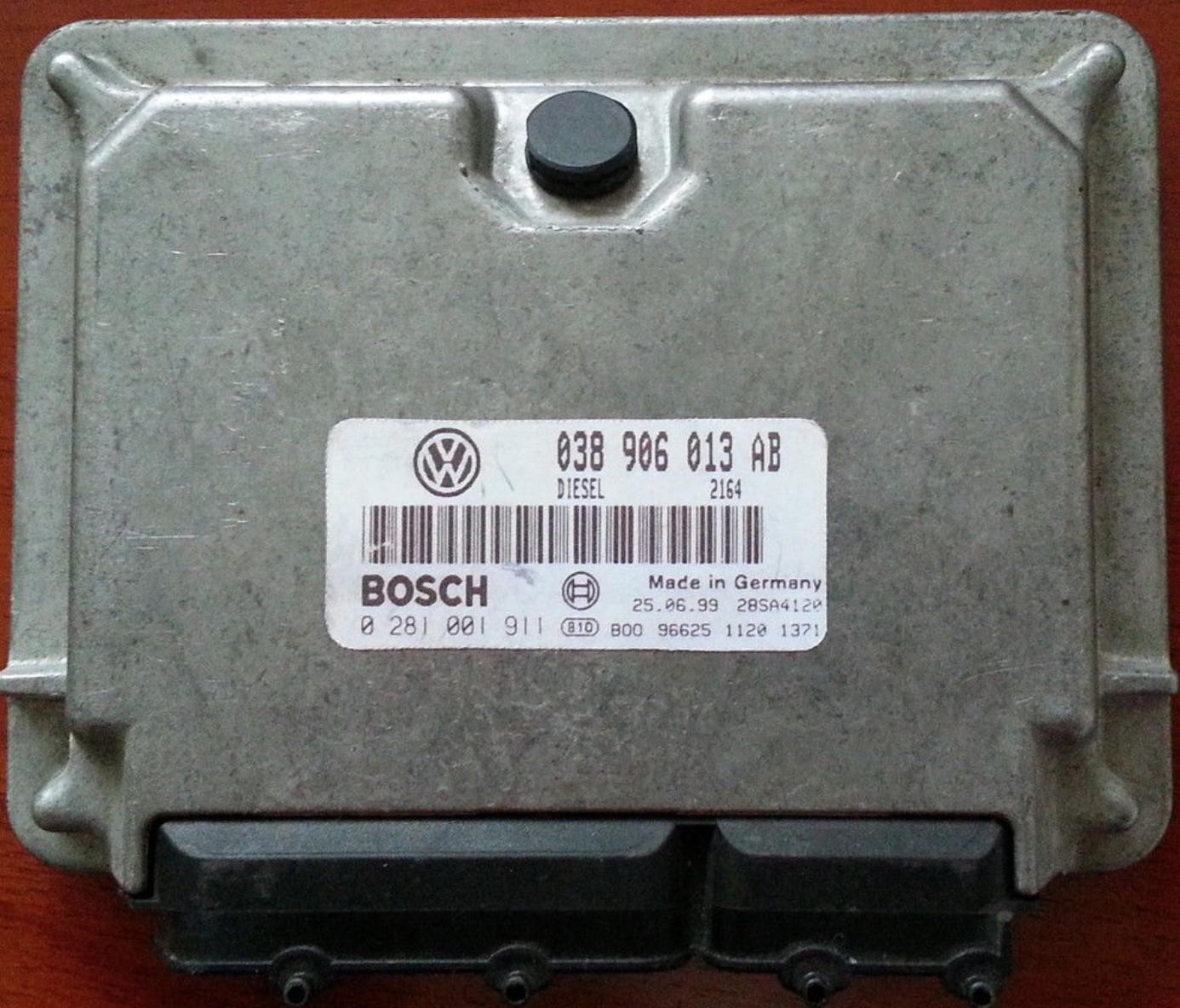 Seat Ibiza Motorsteuergerät Steuergerät 038906013AB 0281001911