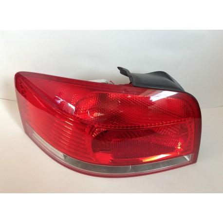 Feu arrière gauche pour Audi A3 8P ref 8P0945095 8P0945095A