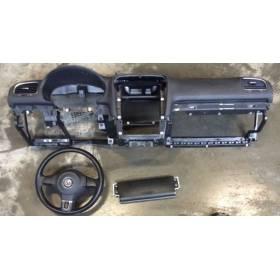 Planche de bord complète avec airbags pour VW Golf 6 ref 5K1857001A 81X / 5K0880201J81U / 5K1880841A / 5K1880841D