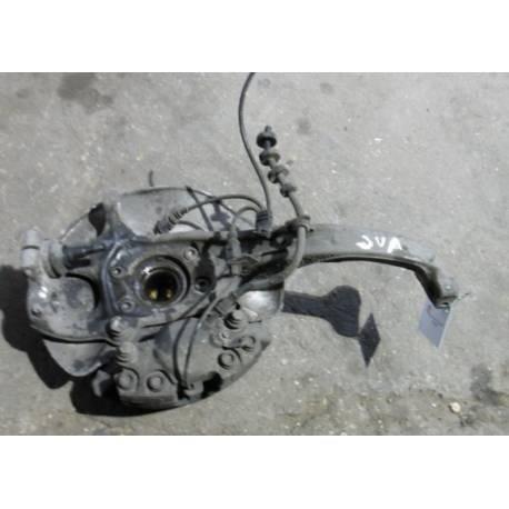 Fusée cache roulement avant droit passager Audi A5 ref 8K0407254