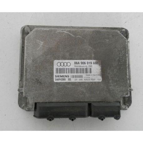 Calculateur moteur pour Audi A3 1L6 SR / véhicule avec boite auto ref 06A906019AM ref siemens 5WP4380 04